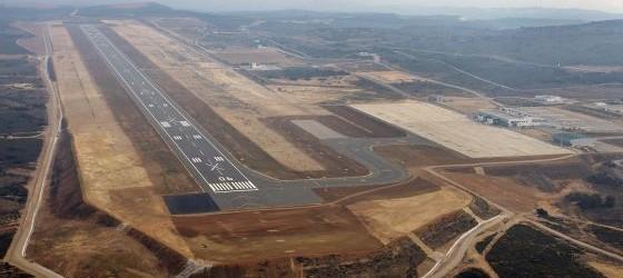 """Aeropuerto de Castellón: aterriza un avión, """"por fin""""."""